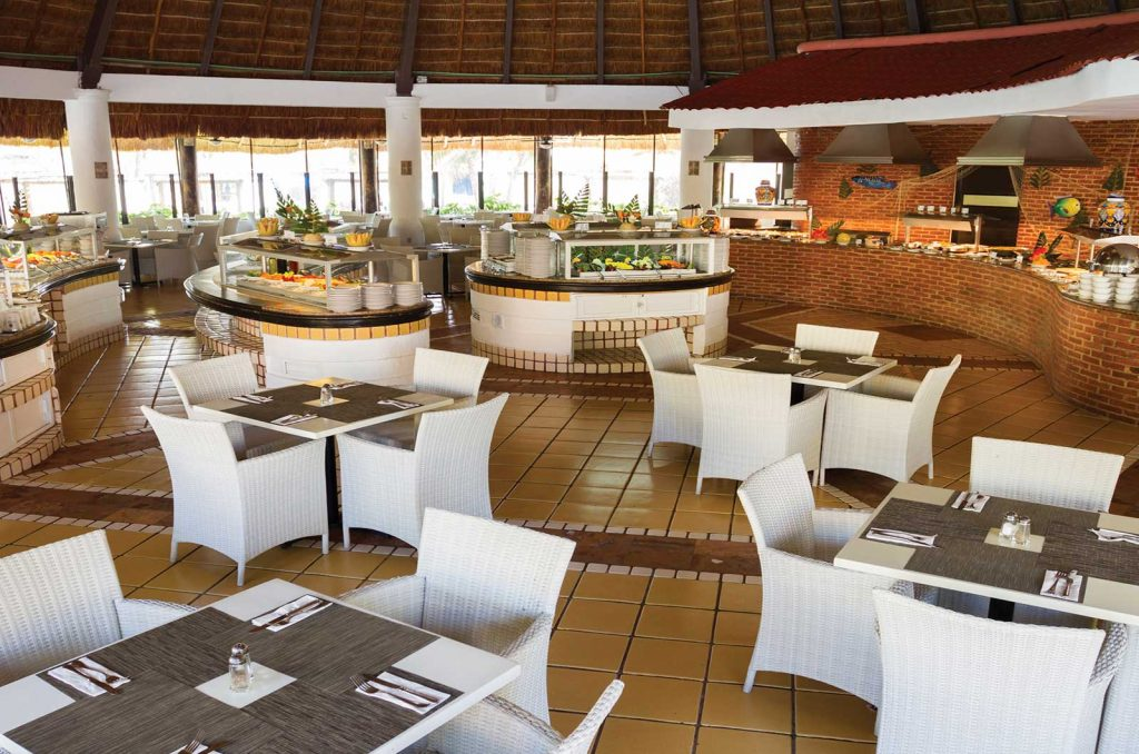 LUXURY-DINING-ON-MOGADISHU-BEACHFRONT