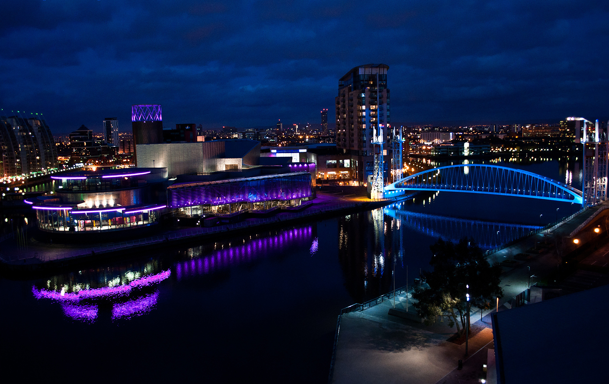Salford_Quays,_Manchester_(8300577553)